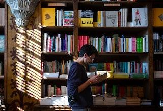 """Coronavirus, la scrittrice Lidia Ravera: """"Perché tabaccai aperti e librerie chiuse?"""""""