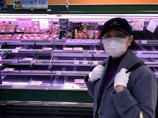 Il coronavirus spaventa il Giappone: panico e negozi svuotati, paese verso il lockdown