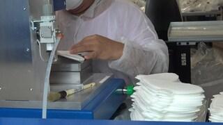 """Coronavirus, 650mila mascherine Fpp3 al mese nella più grande fabbrica in Italia: """"120 assunzioni"""""""