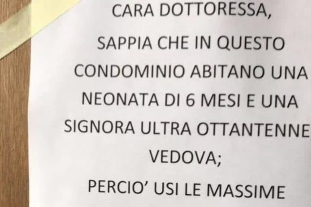Il cartello che ha trovato la dottoressa – Foto il Tirreno