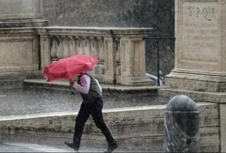 Previsioni meteo 27 marzo: maltempo al Centro-Sud, allerta su Campania e Toscana