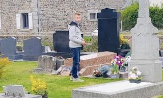 Negozio chiuso e clienti a casa per coronavirus, fiorista porta centinaia di piante al cimitero