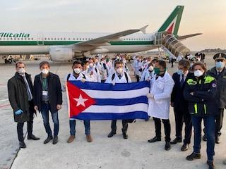 Coronavirus, l'aiuto di Cuba alla Lombardia: atterrati a Malpensa 52 tra medici e infermieri