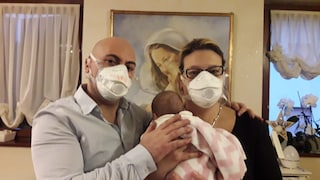 """Beatrice, 1 mese, torna a casa dopo il Coronavirus. La mamma: """"Ho perso il nonno, lei dona speranza"""""""