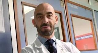 """Bassetti inseguito e minacciato per strada da un no vax: """"Ci ucciderete coi vaccini, la pagherete"""""""