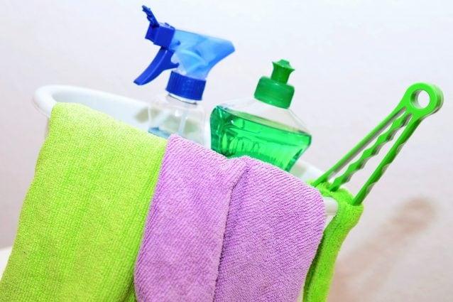 Come disinfettare e sanificare la casa: i consigli dell'esperto