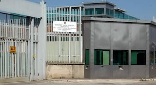Evasione di massa dal carcere di Foggia: arrestati 15 detenuti per furti di auto nella fuga