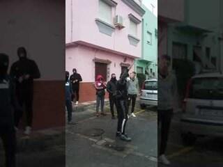 Spagna, sassaiola contro l'arrivo di 28 ambulanze cariche di anziani malati di coronavirus