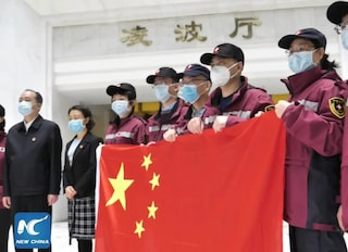 Coronavirus, Cina invia in Italia il terzo team di medici. Sull'aereo 8 tonnellate di aiuti