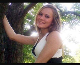 """Scomparsa dieci anni fa dopo una festa, 17enne è trovata carbonizzata: """"Ora vogliamo seppellirla"""""""