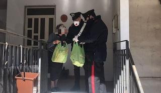"""Coronavirus, anziana chiama il 112: """"Non ho da mangiare"""". I carabinieri le portano il loro pranzo"""
