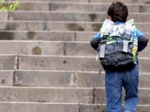 """""""Voglio riabbracciare mamma, non la vedo da un mese"""", bimbo litiga coi nonni e scappa di casa"""