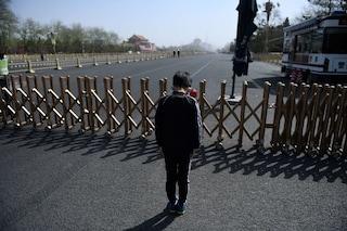 La Cina piange le sue vittime: un inchino e tre minuti di silenzio per i morti di coronavirus