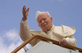 """Giovanni Paolo II moriva 15 anni fa, papa Francesco: """"Affidiamoci a lui in questi giorni difficili"""""""