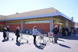 """Coronavirus, a Gravina in Puglia si rivendono i buoni spesa. Sindaco: """"Vi mando in galera"""""""