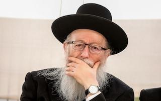 """Ministro israeliano positivo al coronavirus: aveva definito la pandemia una """"punizione per i gay"""""""