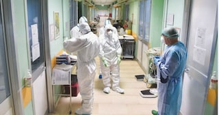 Coronavirus, focolaio all'ospedale di Rimini: paziente in dimissione trovato positivo, 8 contagiati