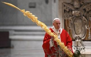 """Il Papa ai giovani: """"Guardate ai veri eroi, non a chi ha i soldi. Spendete la vita per gli altri"""""""