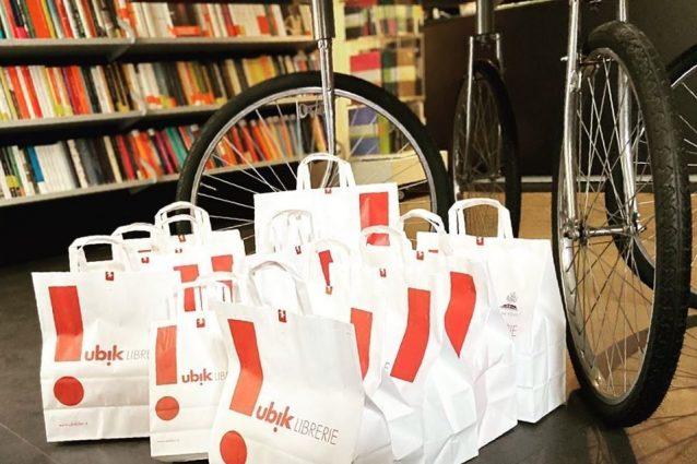 Pacchi di libri pronti per essere consegnati a domicilio (fonte: Facebook La Gilda dei Narratori – Messina)