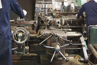 """""""Migliaia di aziende metalmeccaniche riaprono lunedì"""", allarme dei sindacati: """"Lavoratori a rischio"""""""