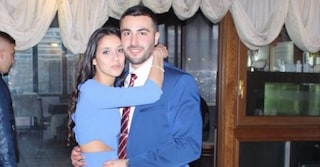 """Femminicidio Lorena, l'autopsia rivela: """"Accoltellata alla pancia e poi strangolata"""""""