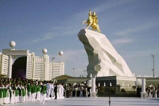 """In Turkmenistan """"non esiste"""" il Coronavirus: se esci con la mascherina vieni arrestato"""