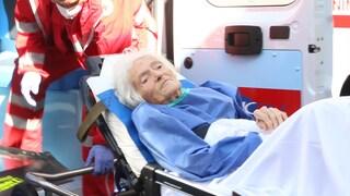 """Catania, dimessa 97enne guarita di Covid-19. Il saluto dei sanitari: """"Ciao nonnina"""""""