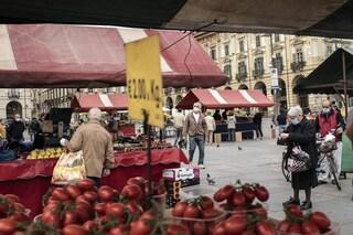 Torino, ambulante positivo al Covid continua a lavorare: rischia denuncia per epidemia colposa