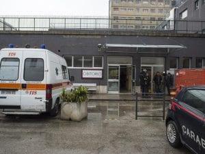 Dramma ospedale Pescara paziente precipita settimo piano muore