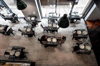 Riaprono ristoranti e bar, ecco le regole: 4 metri quadri per ogni cliente e addio a menu classici