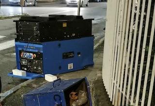 Torino, inseguimento da film dopo furto di 5 furgoni: ladri perdono grosso generatore  in strada
