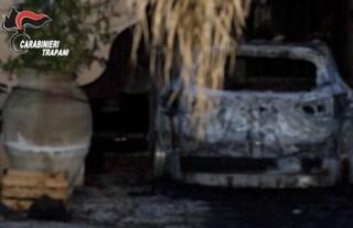 Trapani, il sindaco di Gibellina non gli assegna la casa popolare: lui gli incendia l'auto