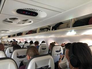 Viaggi in aereo, perché non si può più portare il bagaglio a mano a bordo