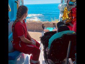 Catania, anziano malato di cancro chiede di vedere il mare e l'ambulanza si ferma sulla spiaggia
