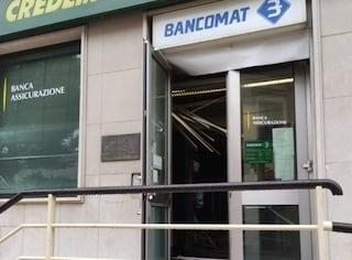 Foggia, bomba e assalto al bancomat nella notte: sportello distrutto, ladri via col bottino