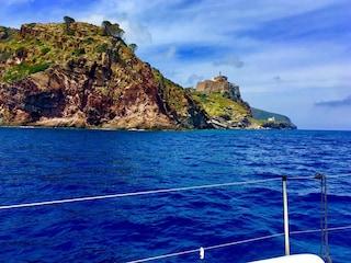 Caccia al ladro sull'isola di Capraia: i 200 abitanti sono tutti sospettati di furto
