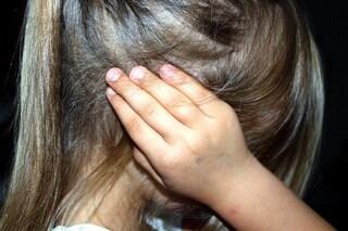 """Mamma arrestata per maltrattamenti sulle figlie: """"Botte, insulti e minacce di morte"""""""