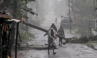 Ciclone Anphan colpisce India e Bangladesh: decine di morti, distruzioni e milioni di sfollati