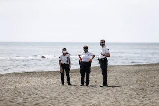 """Spiagge, scontro tra i sindaci e l'Iss: """"Impossibile controllare distanze, lo faccia Brusaferro"""""""