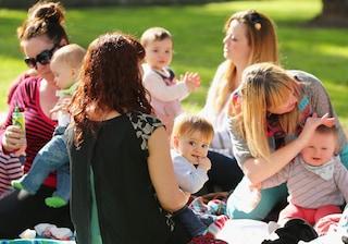 Lavoro, aumentano le dimissioni per i neo-genitori nel 2019: oltre 50mila, 7 su 10 sono madri