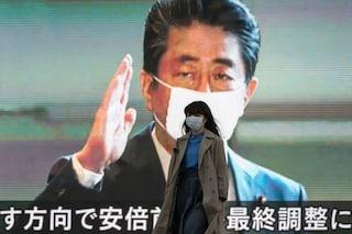 Giappone, studente negazionista di 49 anni si rifiuta di indossare mascherina: espulso da università