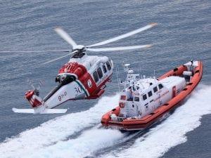 Sardegna: cade in mare dalla barca, nuota per quattro ore e viene salvato