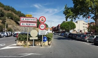 Le Perthus, la città con un marciapiede in Francia e uno in Spagna, in cui la fase 2 è impossibile