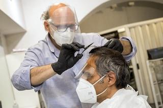 Vaccini in aziende, priorità a lavoratori della logistica e trasporti, parrucchieri e ristoratori