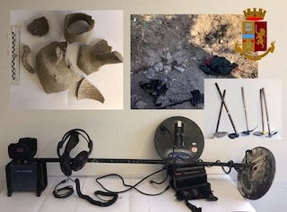 Noto, sorpresi a rubare beni archeologici nel sito di Eloro: 4 tombaroli arrestati dalla polizia