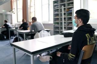 Le regole per riaprire le scuole a settembre: banchi a un metro e mascherina obbligatoria