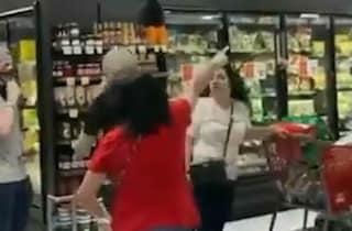 Va al supermercato senza mascherina, donna cacciata via dagli altri clienti