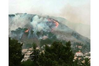 Forte vento di scirocco, brucia la provincia di Palermo: residenti lasciano le proprie case