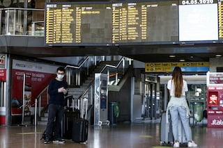Treni, reintrodotto il distanziamento tra passeggeri: Italo cancella 8.000 biglietti