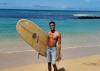 Posta online foto in spiaggia durante la quarantena, segnalato da utenti e arrestato dalla polizia